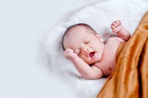 Bonos para bebés: cómo funcionaría la propuesta que busca otorgar $1,000 dólares por cada recién nacido