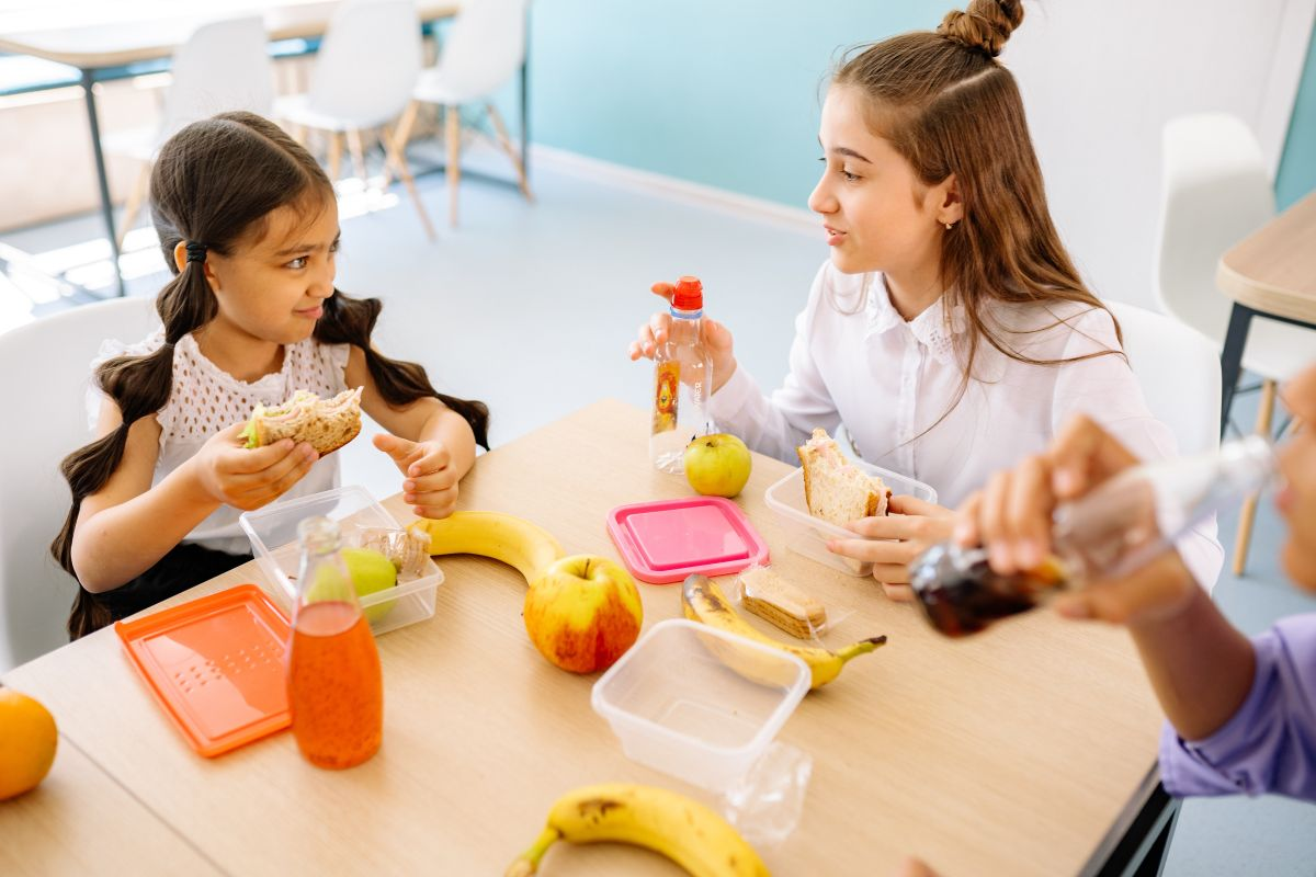 California: lanzan histórico plan de comidas gratuitas en escuelas a nivel estatal