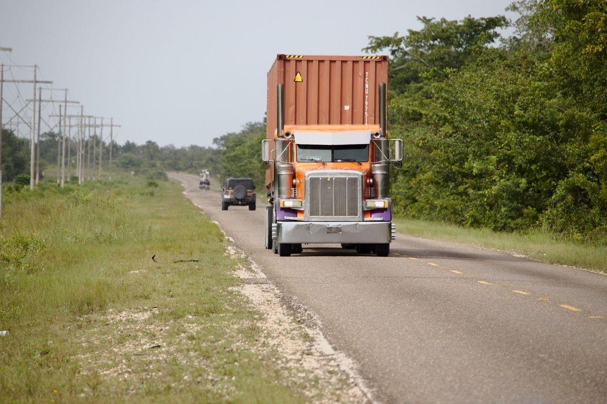La transportación de mercancías, entre más tiempo tarden, más problemas en los precios se generan en todo Estados Unidos.