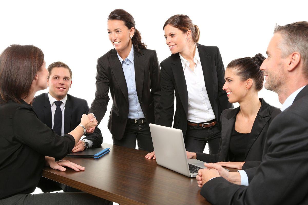 Descubre el top de las 20 mejores empresas para las mujeres.