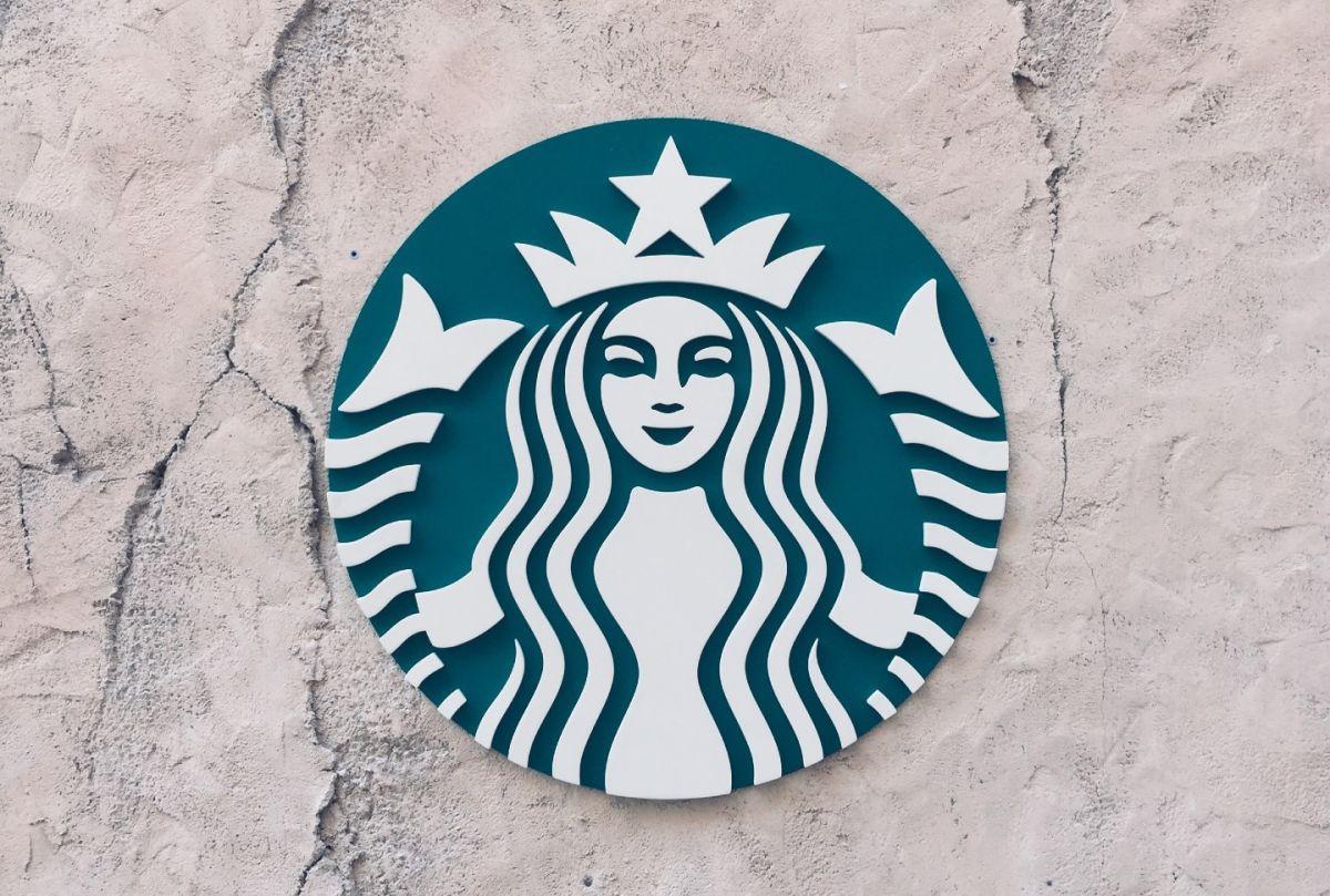 Starbucks lanzó un producto similar a la cerveza que le dio buenos dividendos en sus primeros meses: la Nitro Cold Brews.