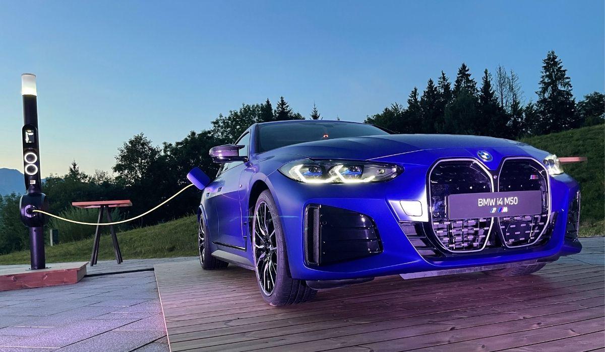 El BMW i4 M50 2022 es una de las variantes del auto 100% eléctrico del fabricante alemán.