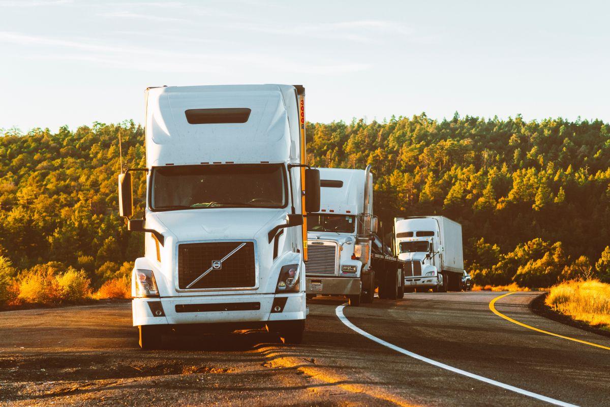 Actualmente, hay una escasez de conductores en las carreteras, por lo que es una excelente oportunidad para unirte a sus filas.