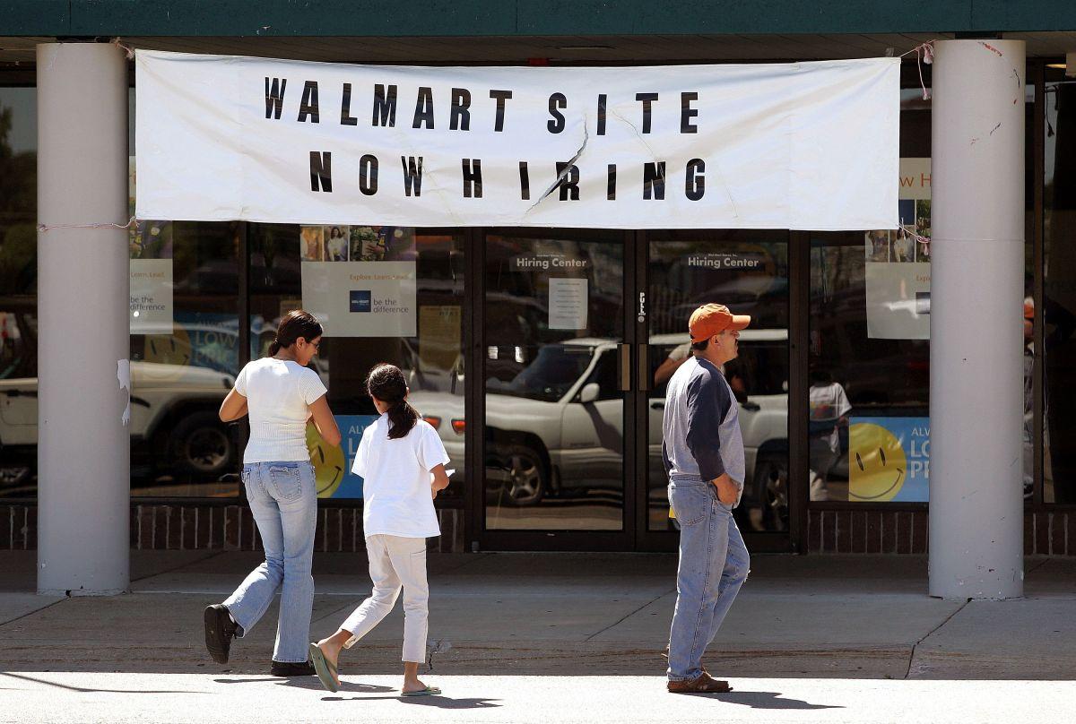 Walmart se prepara para una ola de contrataciones para la temporada navideña con trabajadores permanentes.