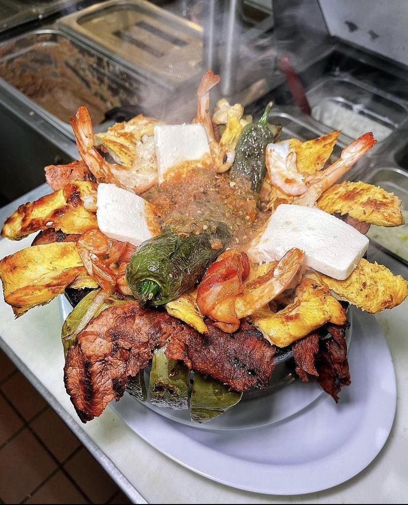 Cuernavaca's Grill_Molcajete