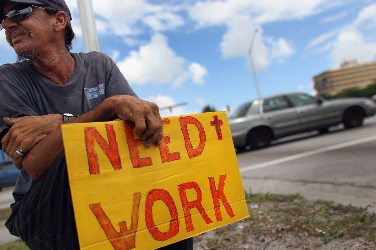 Los últimos días, alrededor de 9 millones de estadounidenses solicitaron los beneficios federales por desempleo.  (Foto por Joe Raedle/Getty Images)