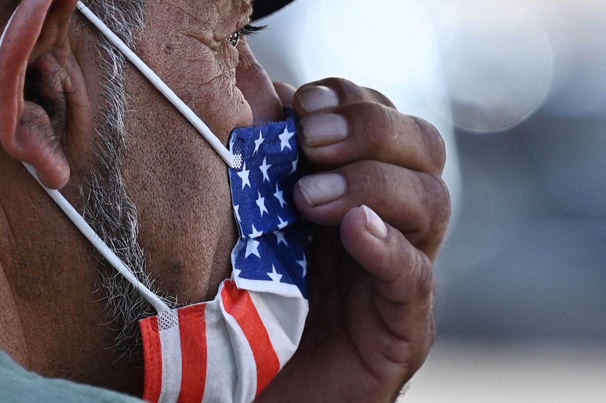 Este viernes 18 de septiembre, miles de residentes de California recibirán su segundo cheque de estímulo. (Foto por  ROBYN BECK/AFP via Getty Images)