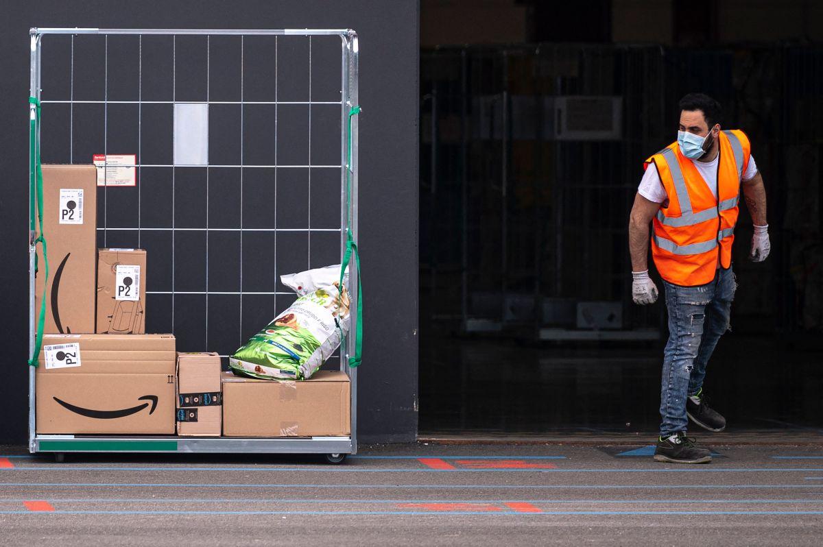 Amazon busca a nuevos trabajadores de tiempo completo y parcial para sus centros de cumplimiento y estaciones de entrega.
