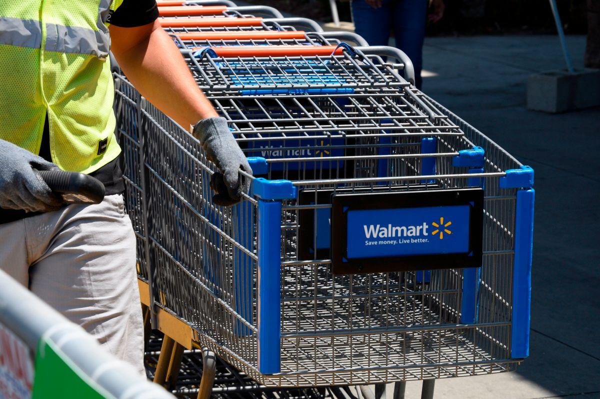 Walmart quiere convencer a sus trabajadores de permanecer en sus empleos con este tipo de aumento.