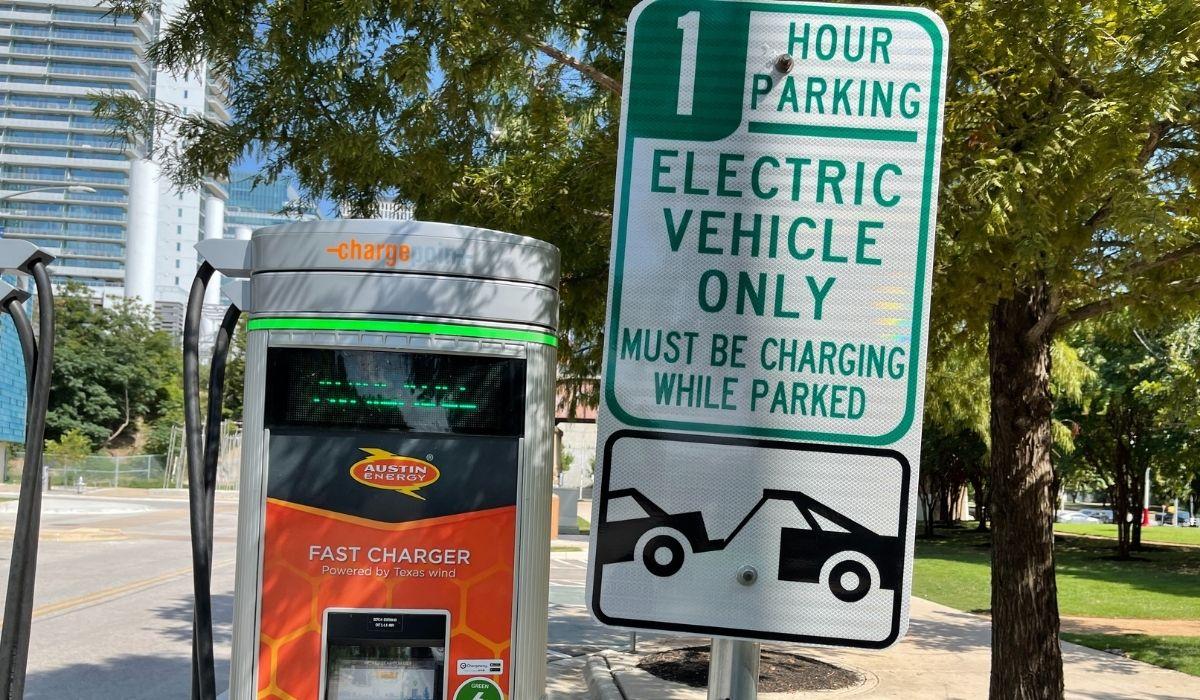 En Austin, Texas, esta estación de recarga rápida, está ubicada en la calle Electric Dr. Foto: Cortesía Javier Mota.