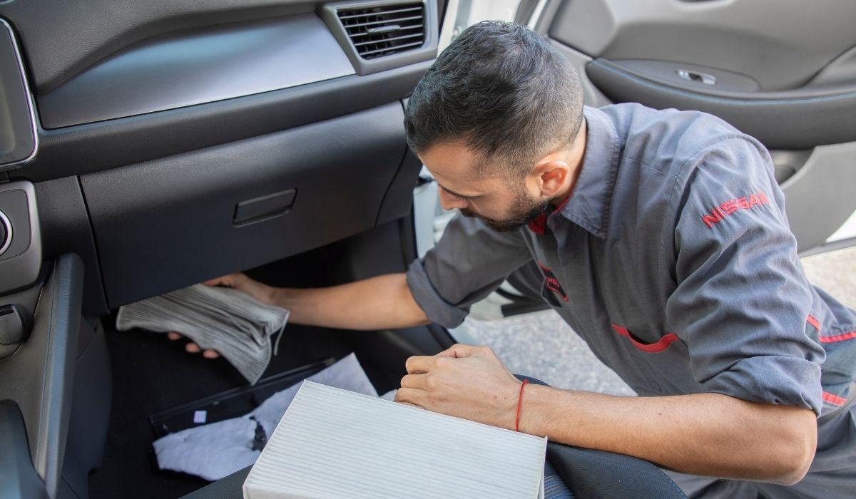 Todos los fabricantes y concesionarios de autos nuevos están en busca de nuevos empleados.