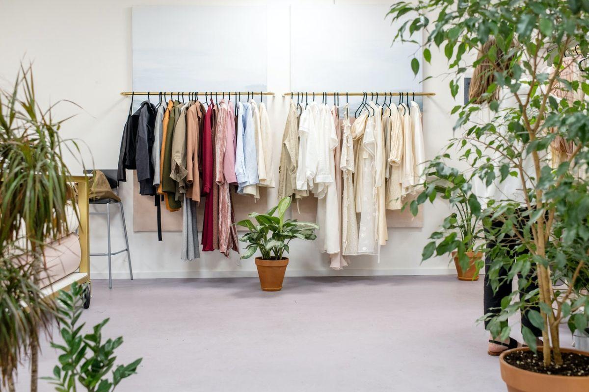 Hay un boom por la venta de ropa de segunda mano. Se prevé que la industria deje una derrama económica de más de $70 millones de dólares para el 2025.