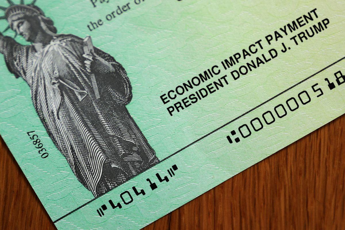 Hay algunos estados que están otorgando sus propios cheques de estímulo, te contamos cómo funciona. (Foto por Chip Somodevilla/Getty Images)