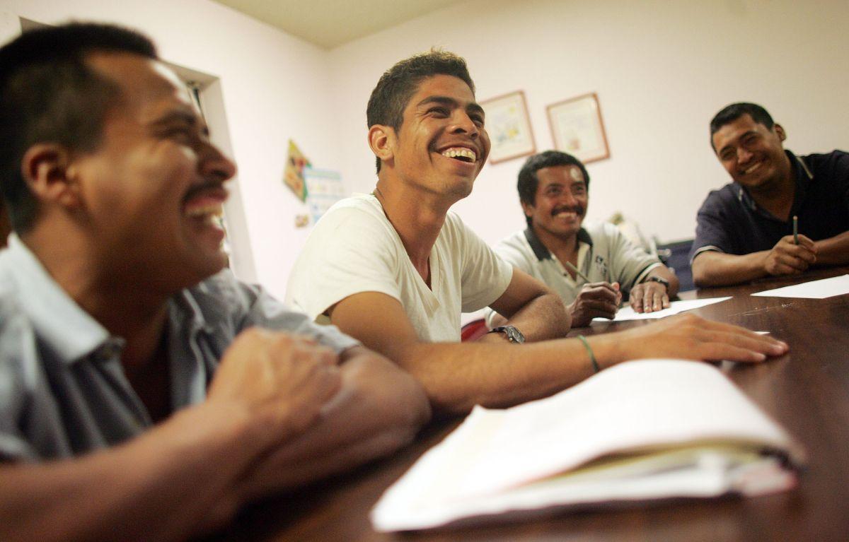 Los hispanos son uno de los grupos más golpeados por la pandemia del Covid-19. (Foto por Mario Tama/Getty Images)