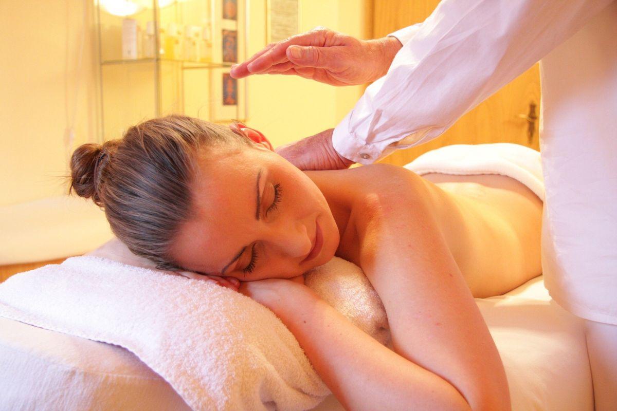 Los masajistas y asistentes terapéuticos están entre las profesiones de mayor crecimiento, sin un título universitario.