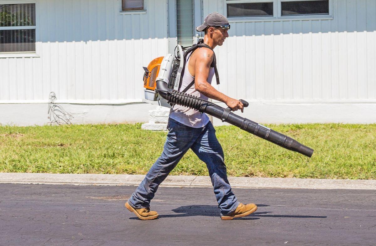 Los jardineros son  uno de los oficios más solicitados para que lo hagan los latinos en Estados Unidos.